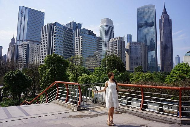 Гуанчжоу - крупный мегаполис, который в 3-4 раза больше Москвы.