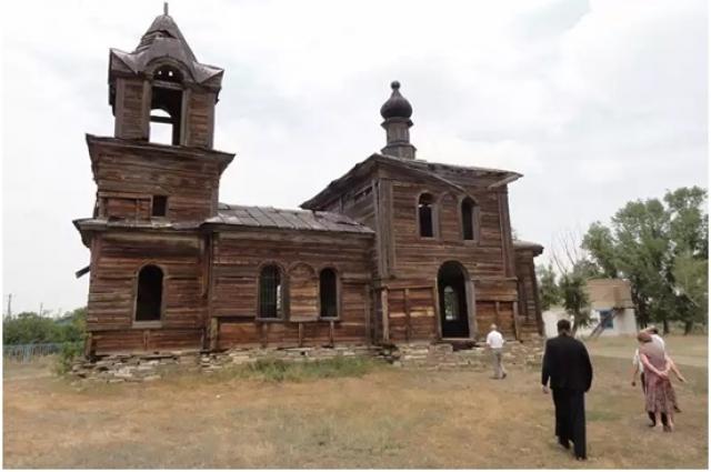 Храм в селе Подгорное тоже дышит на ладан и ждет рестоврации.