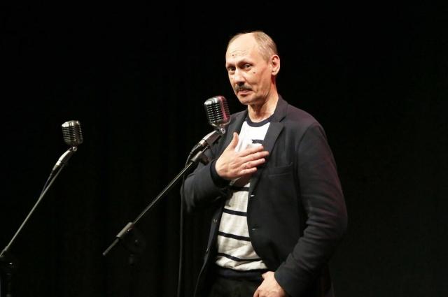 Наш земляк Сергей Плотов - востребованный автор: ТНТ ему заказывают сериалы, а Хазанов спонсирует сборники стихов.