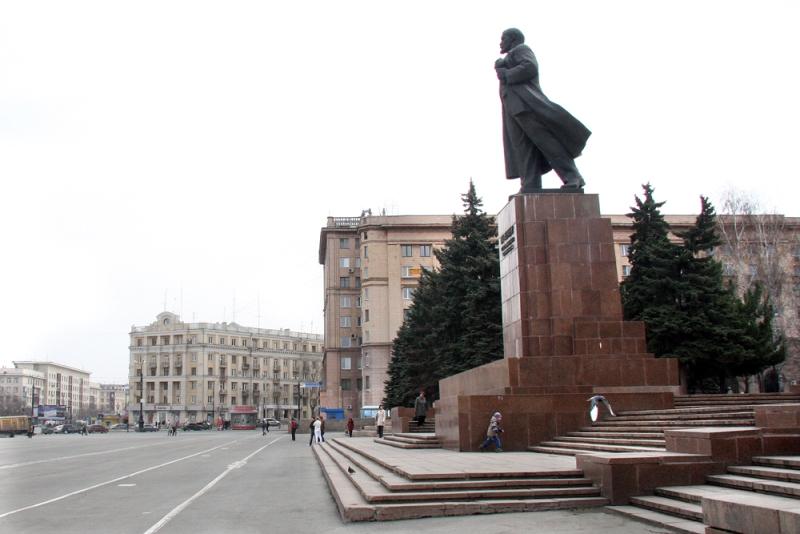 Памятник Ленину на площади Революции открыли в 1959 году.