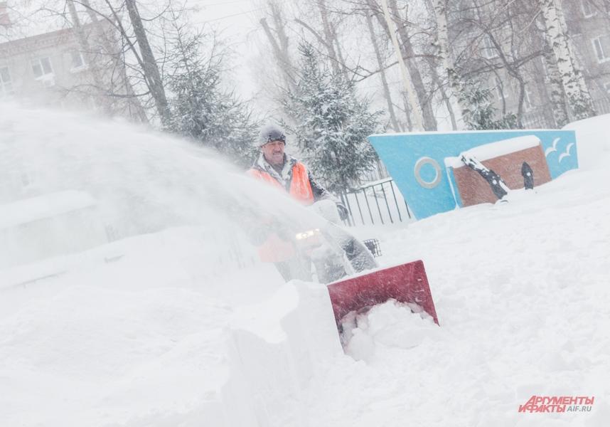 снегопад в казани, метель в казани, уборка снега, дворники зимой