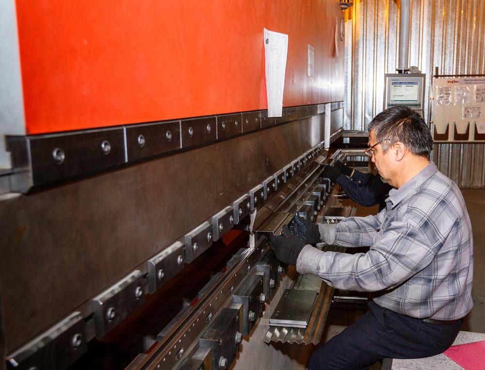 Помимо производства, компания предлагает техническое обслуживание лифтов и другие услуги.
