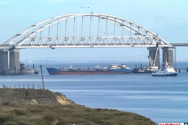 Танкер «NEYMA» заблокировал вход в пролив у Керченского моста