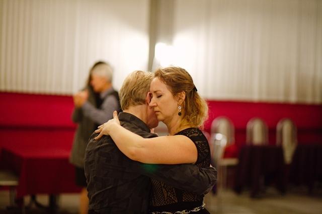 Познакомиться с миром танго можно на милонге.