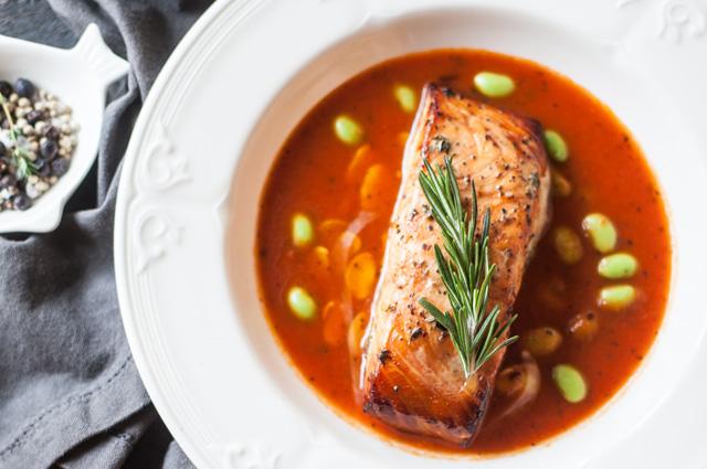 Запечённый лосось в томатах