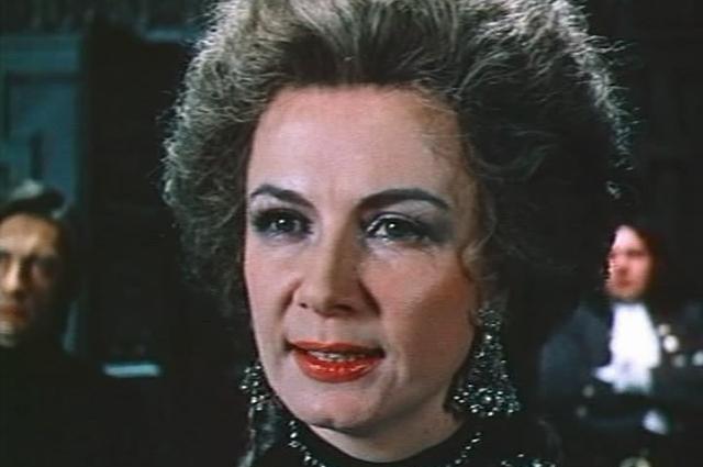 Аллан Демидова в роли герцогини Мальборо. Кадр из фильма «Стакан воды», 1979 год.
