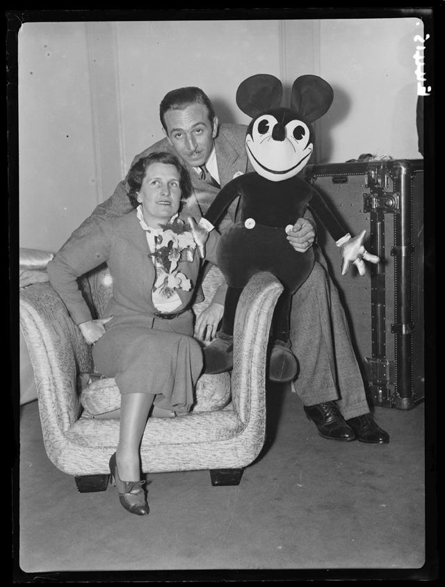 Уолт Дисней с супругой.