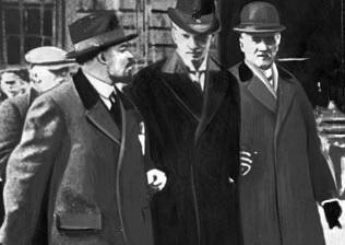 Ленин, Туре Нерман и Карл Линдхаген. Стокгольм. 1917