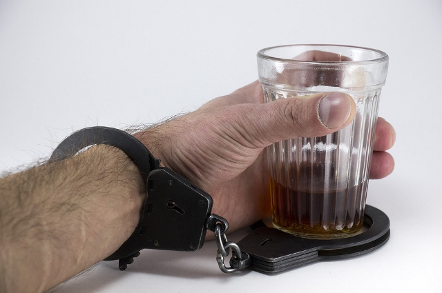 По неофициальным данным, пагубной привычке подвержен каждый пятый.