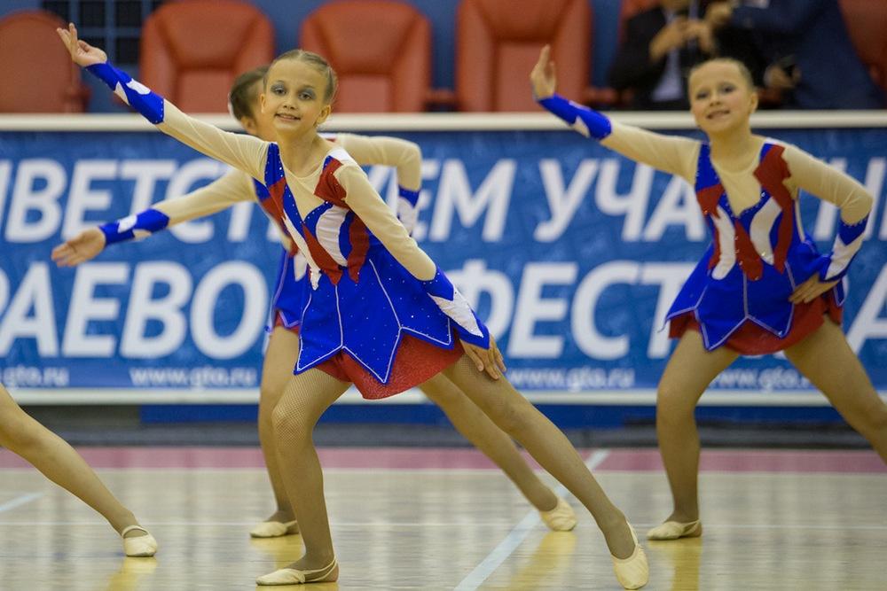 Участниками фестиваля - наш танцевальный привет!