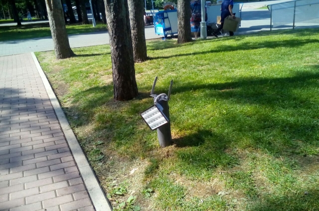 В парке Победы вандалы разбили светильники