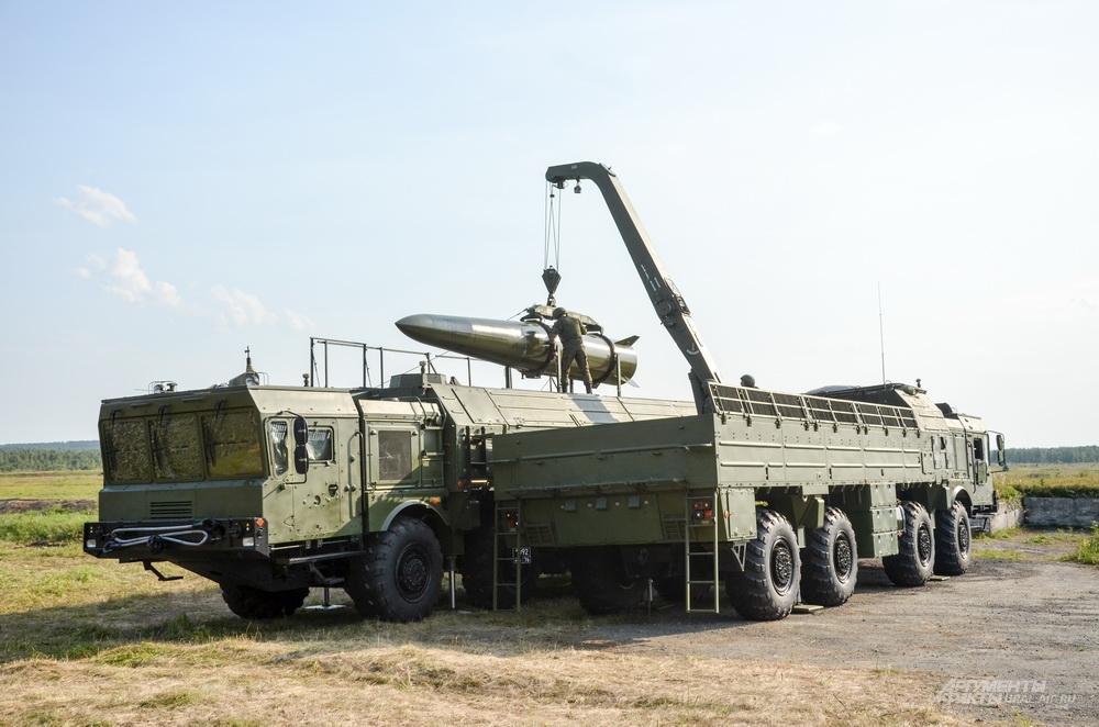 Особое внимание на военной экспозиции привлекли два впервые представленных на всеобщее обозрение оперативно-тактических комплекса «Искандер-М».