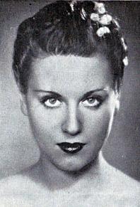 Ксения Куприна в Париже становится моделью у известного кутюрье Поля Пуаре.