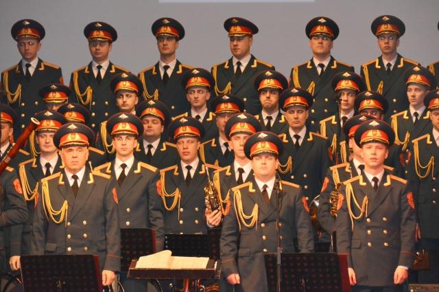 Почётными гостями концерта Академического ансамбля песни и пляски Российской армии имени Александрова, организованного нефтяниками, стали ветераны войны, дети Сталинграда и гости города.
