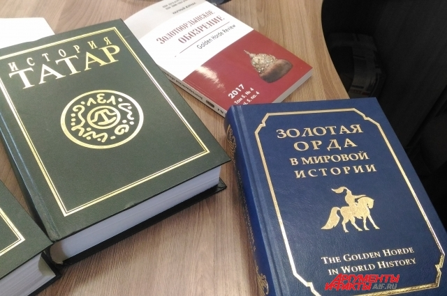 Татары написали многотомные книги о своей истории.