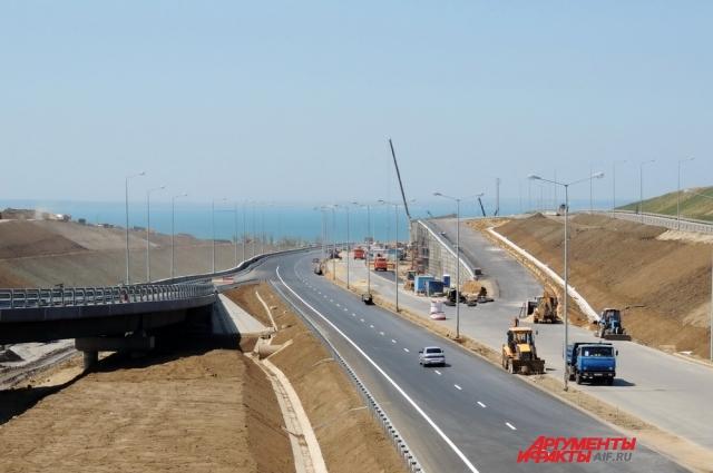 Одна из развязок автодорожного подхода к Крымскому мосту.