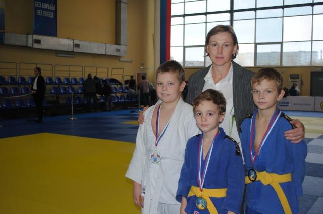 Юлия Кузина, заслуженный мастер спорта и ее воспитанники.