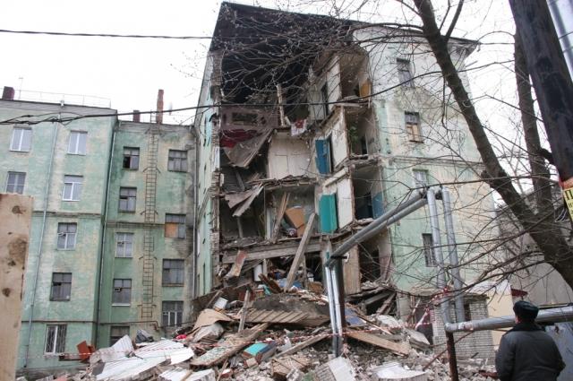 В апреле 2014 года в доме № 32 на улице Самочкина обрушилось крыло здания