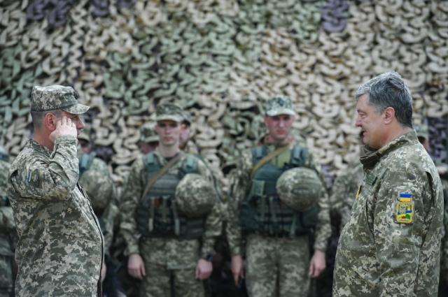 Порошенко назначил нового командующего ООС.