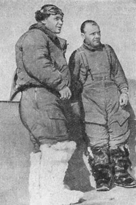 Коккинаки и Гордиенко после путешествия между Москвой и островом Миску, 1939.