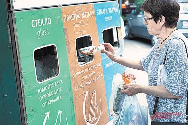 Для жителей Щукина (ул. Гамалеи) распределять бытовые отходы по цветным контейнерам – уже норма.