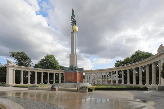 Памятник героям Красной армии на площади Шварценбергплац в Вене, открытый в 1945 году.