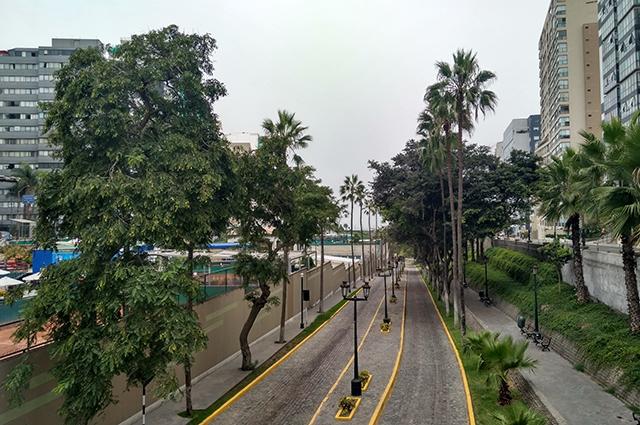 Пустынные улицы Лимы.