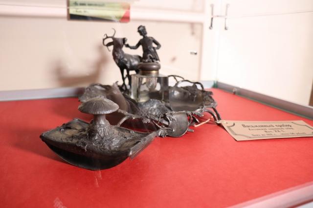 Письменный прибор. Каслинское литьё. В 1918 году стоил  около 150 рублей.
