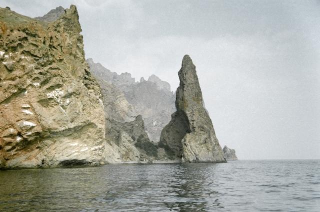 Вид на скалы Карадагского заповедника со стороны моря.