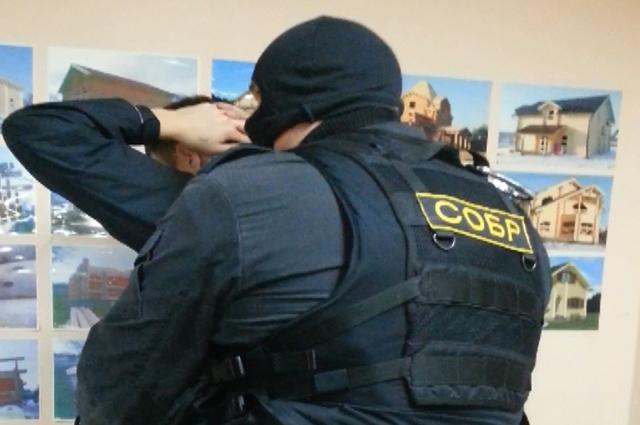 В игровые залы полицейские обычно попадают только с помощью бойцов СОБРа.