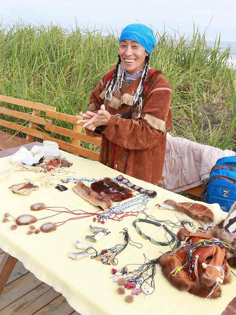Лилия занимается изготовлением национальной одежды, украшений и сувениров.