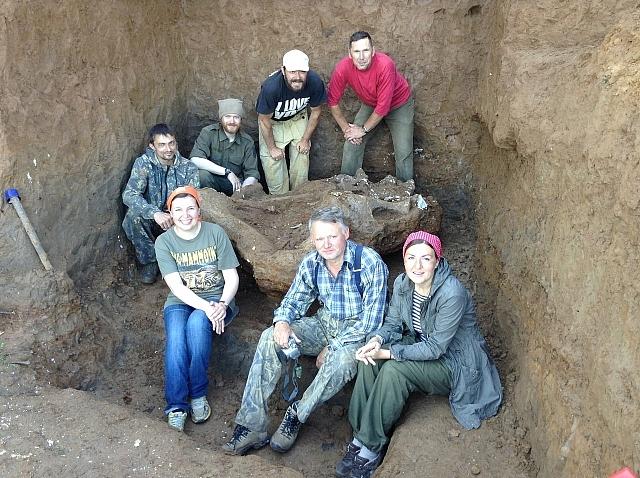 Команда палеонтологов.
