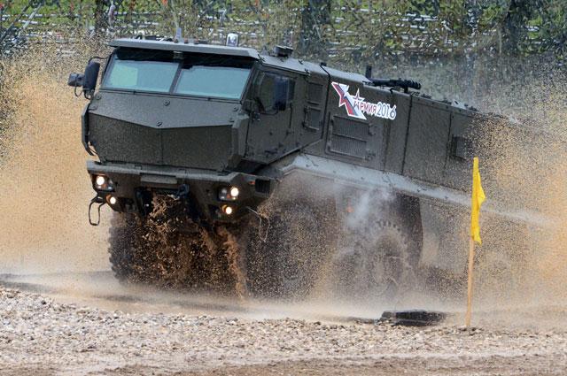 Бронеавтомобиль повышенной защищенности «Тайфун-К» вовремя демонстрационного показа военной техники наполигоне Алабино наМеждународном военно-техническом форуме «АРМИЯ-2016».