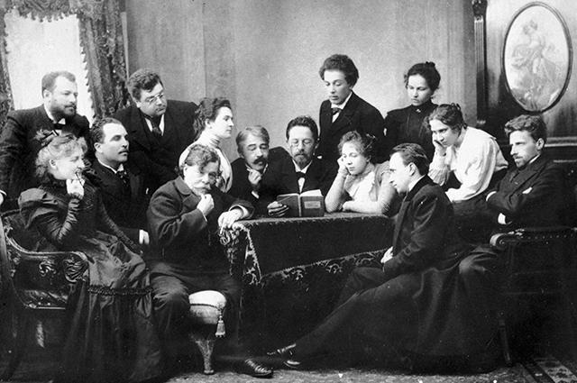 Антон Чехов читает «Чайку» группе актеров и режиссеров Московского Художественного театра.
