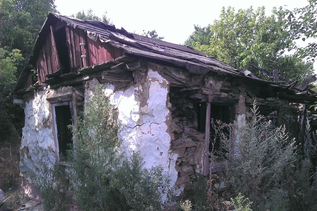 Развалины «мазанки» в городе Шахты, где Чикатило сорешил своё первое убийство.