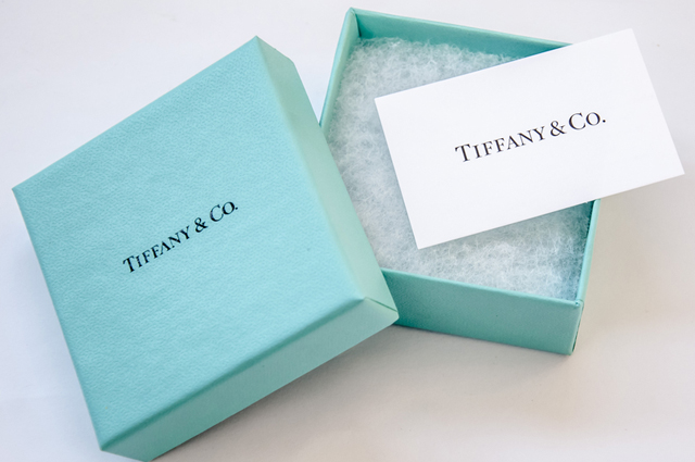 Коробка из магазина Tiffany & Co.