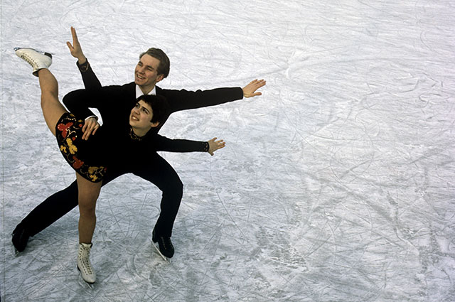 Чемпионы мира и Европы 1969 года в парном катании, советские фигуристы Ирина Роднина и Алексей Уланов.
