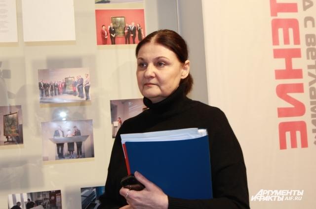 Ирина Андриенко вместе с солдатами Росгвардии привезла картину из Москвы в Таганрог.