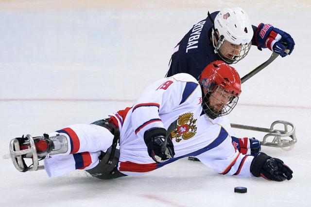 Иван Кузнецов и Броди Ройбаль в матче США-Россия