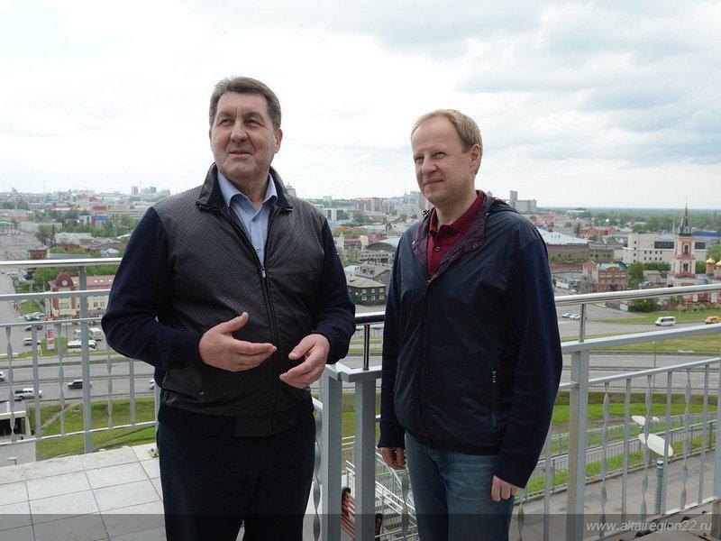 Прогулка по городу: Виктор Томенко, Сергей Дугин