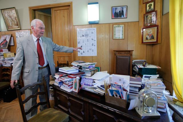 Председатель Союза писателей России Валерий Ганичев в здании Правления Союза писателей России.