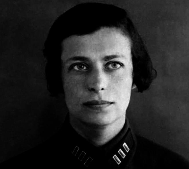 Елена Феррари.