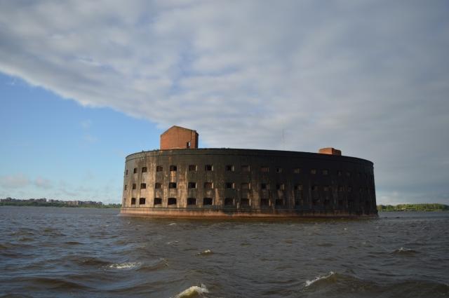 Корабли будут видны с фортов Кронштадта.