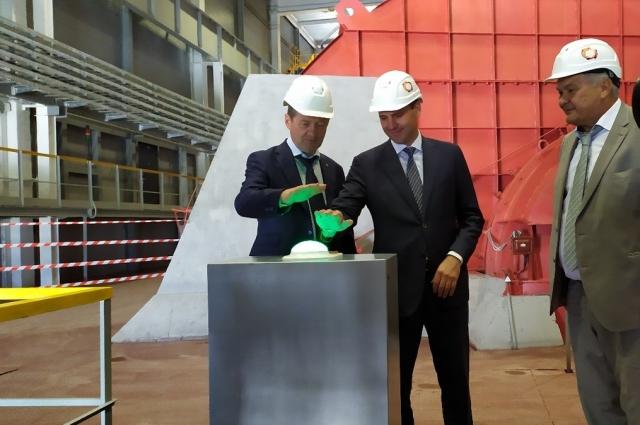 Денис Паслер вместе с генеральным директором «УГМК-Холдинг» Андреем Козицыным дал старт работе новой вентиляционной установке, мощность которой составляет 600 кубометров воздуха в секунду.