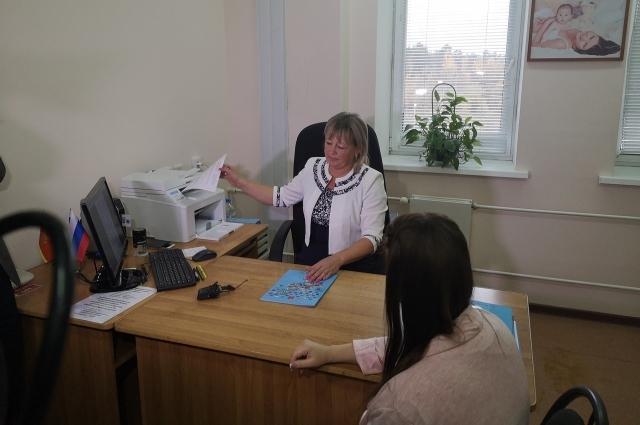 Ведущий специалист отдела ЗАГС администрации Твери Светлана Тезикова