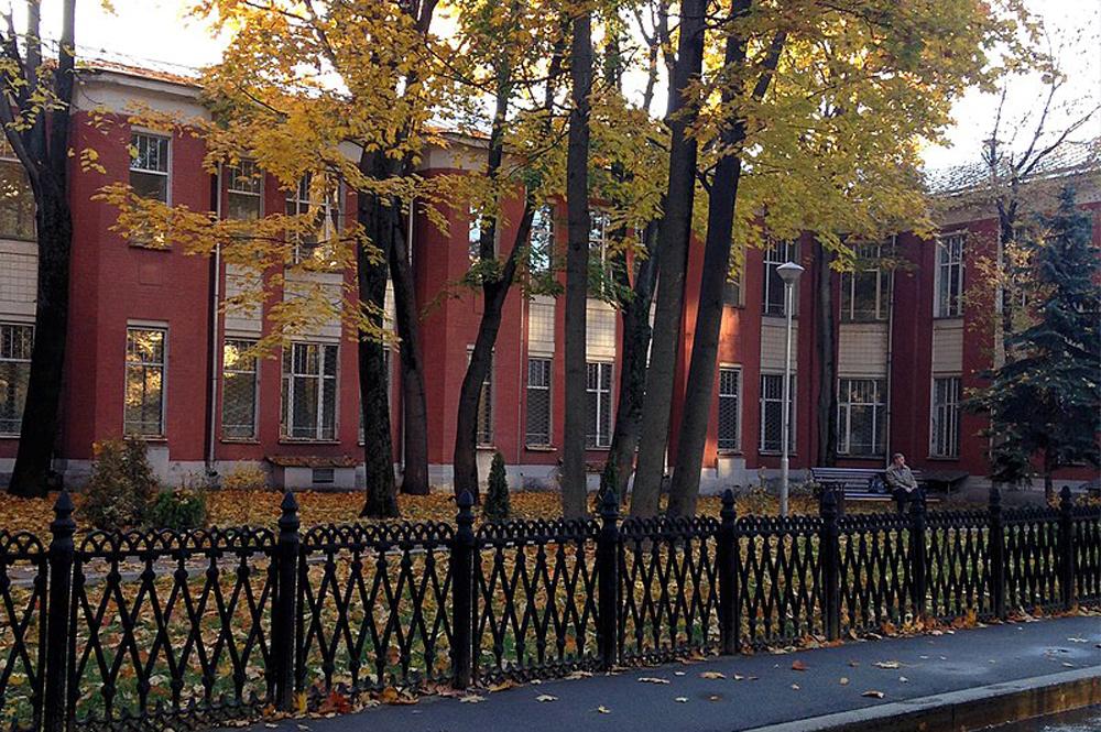 Здание Солдатенковской больницы, где 23 апреля 1922 г. В. И. Ленину была сделана операция по извлечению пули.