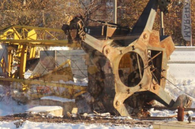 Падение башенного крана в Омске