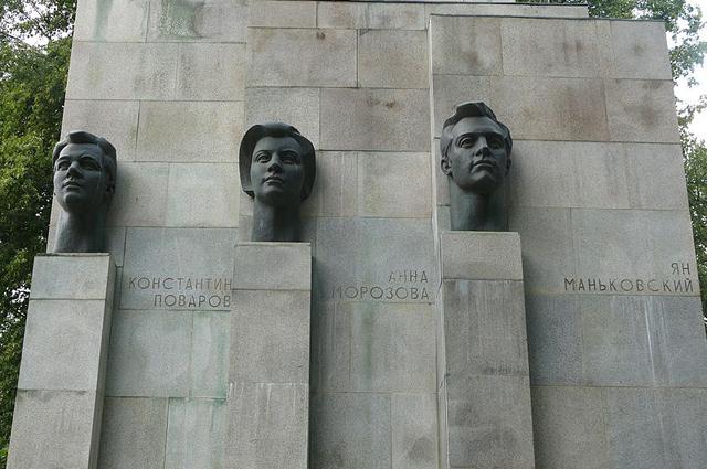 Памятник советско-польско-чехословацкому подполью.