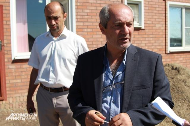 Директора школы Манвела Тарханяна селяне уговорили не увольняться.