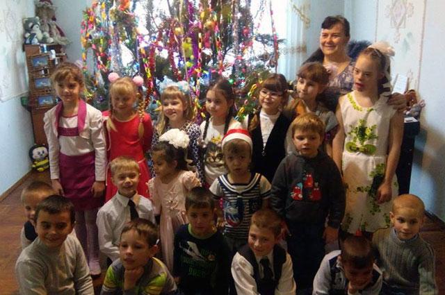 Наталья Клименко со всеми детьми.